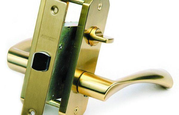 Ручки дверные фалевые на овальной накладке с замочным механизмом